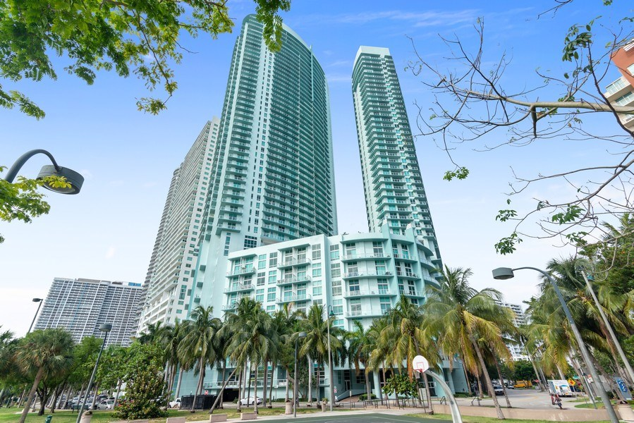 Real Estate Photography - 1900 N. Bayshore Drive, #4802, Miami, FL, 33132 - Building Exterior