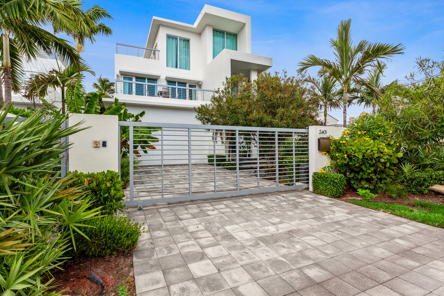 Real Estate Photography - 2401 N. Atlantic Blvd.,, Fort Lauderdale, FL, 33305 - Front View