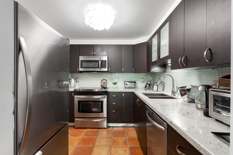 Real Estate Photography - 800 West Avenue, #608, Miami Beach, FL, 33139 - Kitchen