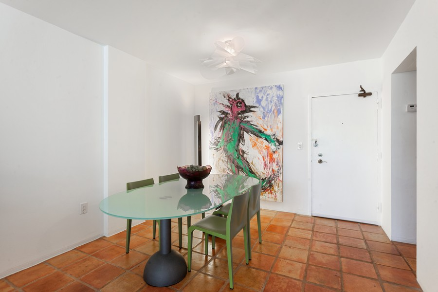 Real Estate Photography - 800 West Avenue, #608, Miami Beach, FL, 33139 - Dining Room