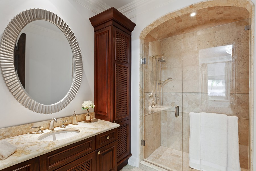 Real Estate Photography - 315 Royal Plaza Drive, Fort Lauderdale, FL, 33301 - 4th Bathroom