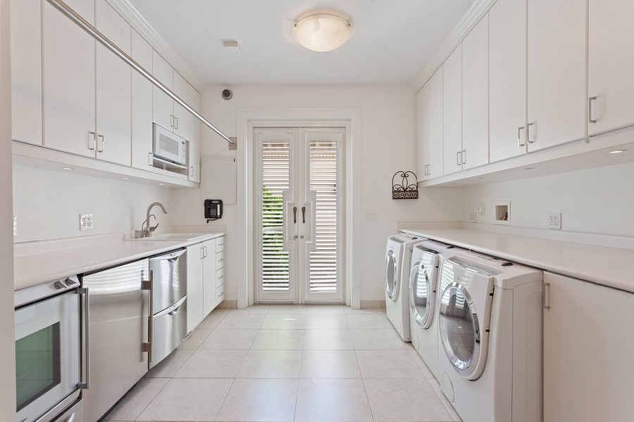 Real Estate Photography - 315 Royal Plaza Drive, Fort Lauderdale, FL, 33301 - Laundry Room