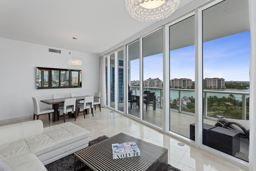 Real Estate Photography - 100 S Pointe Dr, Miami beach, FL, 33139 - Living Room / Dining Room