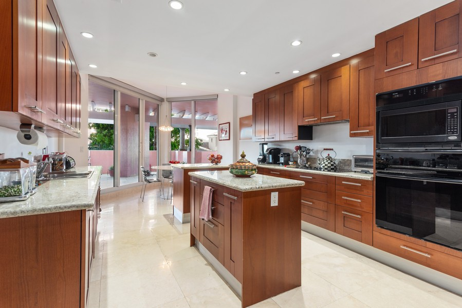 Real Estate Photography - 60 Edgewater Drive #3E, Coral Gables, FL, 33133 - Kitchen / Breakfast Room