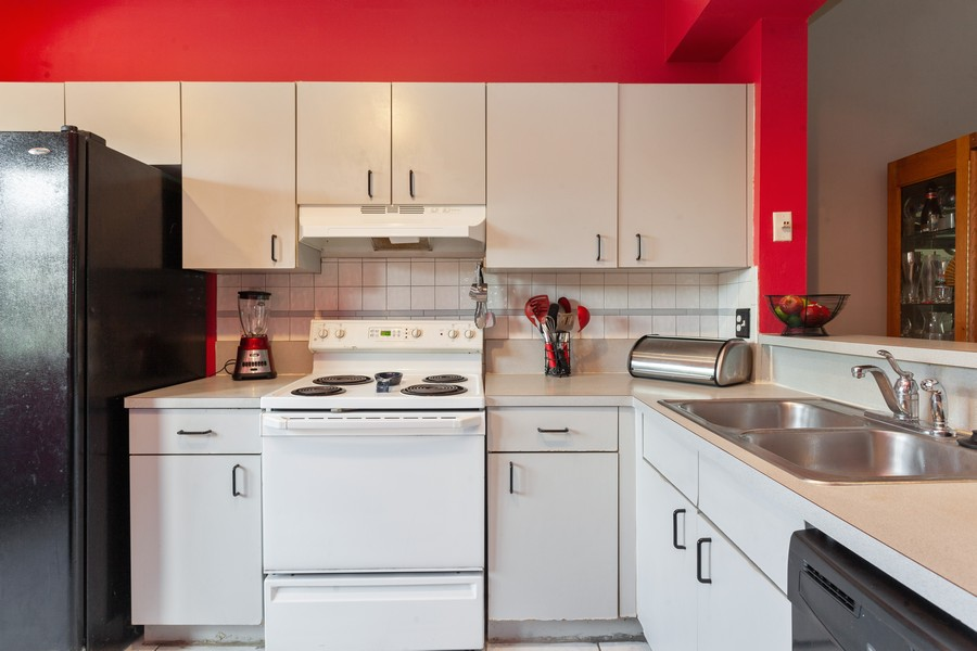 Real Estate Photography - 1390 NW 126th Way, Sunrise, FL, 33323 - Kitchen