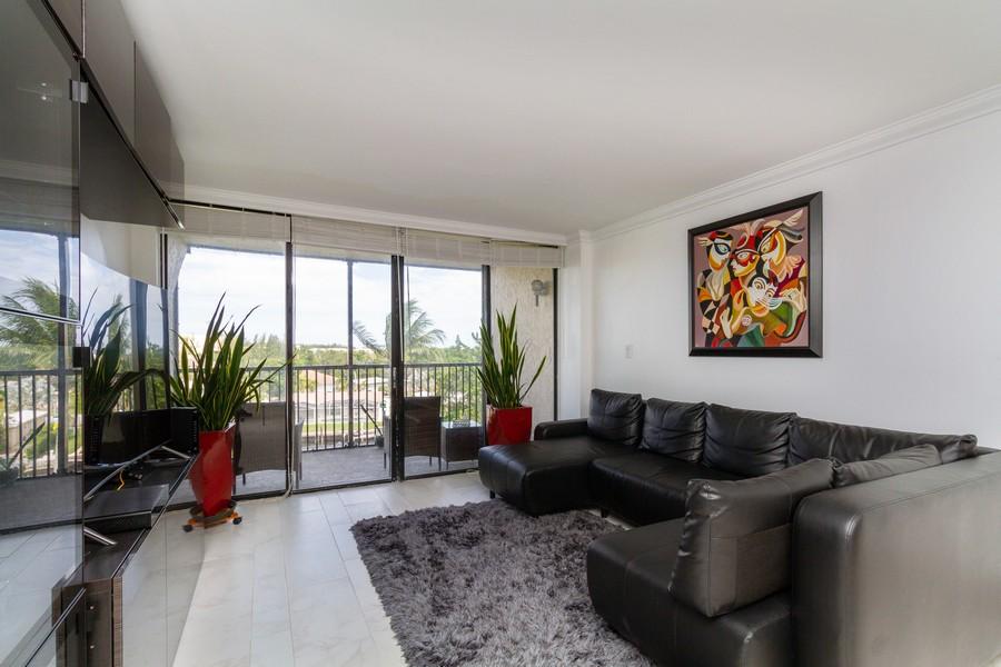 Real Estate Photography - 14 Royal Palm Way #501, Boca Raton, FL, 33432 - Living Room