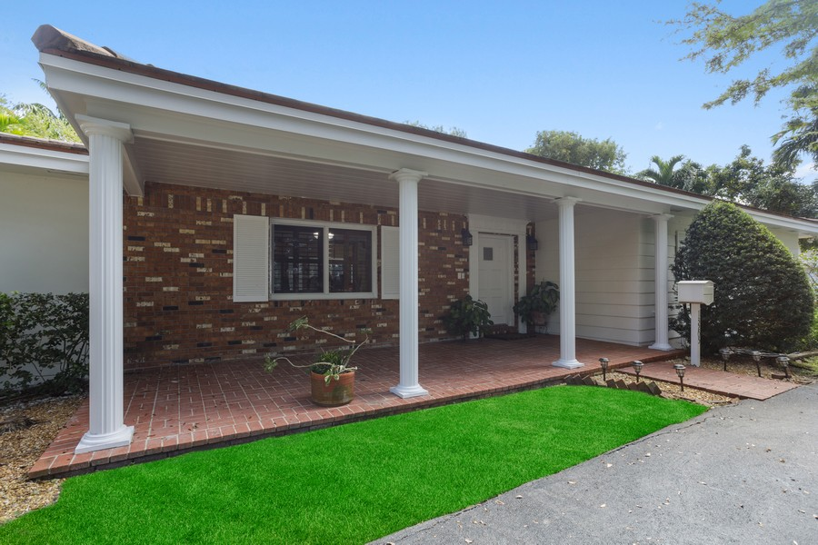 Real Estate Photography - 13205 SW 71 Avenue, Pinecrest, FL, 33156 - Front View