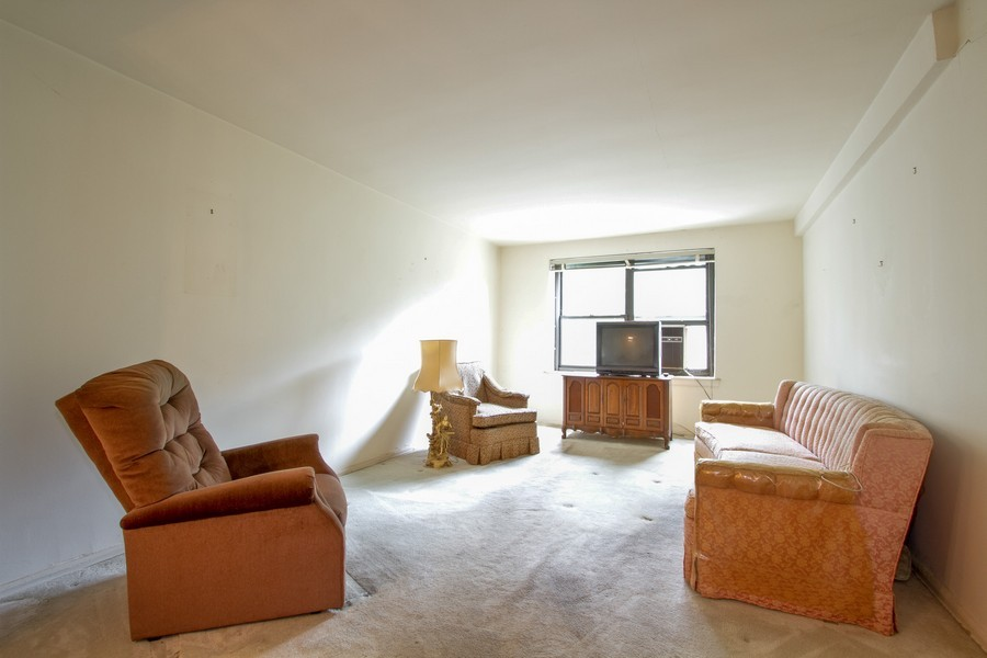 Real Estate Photography - 213-0175th Ave., 4B, Bayside, NY, 11361 - Living Room