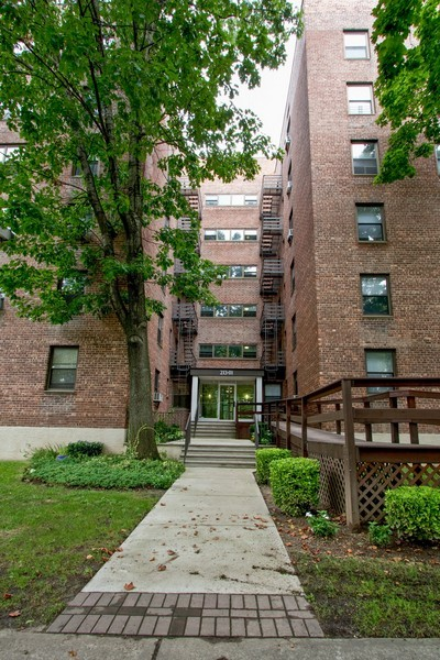 Real Estate Photography - 213-0175th Ave., 4B, Bayside, NY, 11361 - Front View