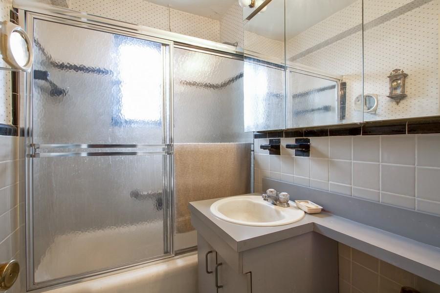 Real Estate Photography - 213-0175th Ave., 4B, Bayside, NY, 11361 - Bathroom