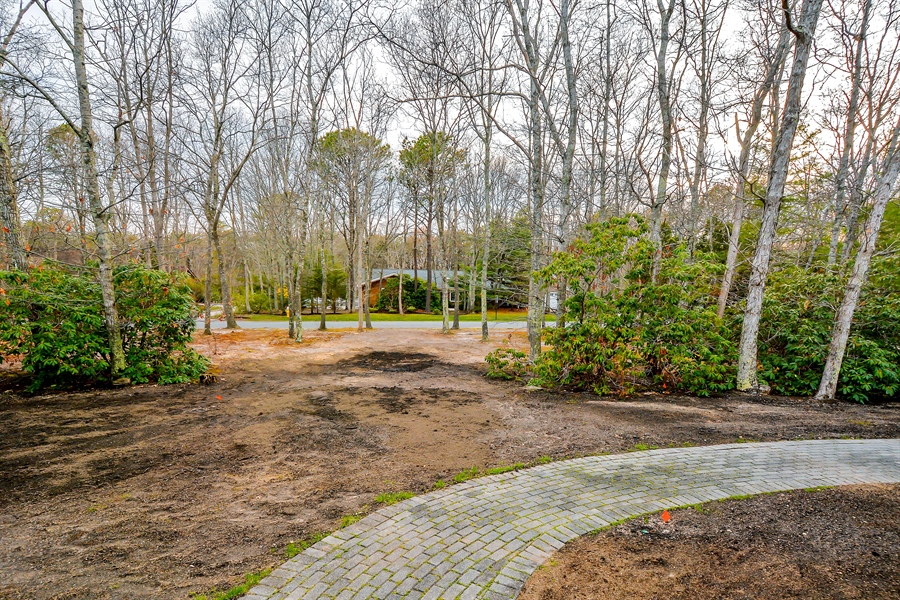 Real Estate Photography - 12 Deer Path, Quogue, NY, 11959 - Front Yard