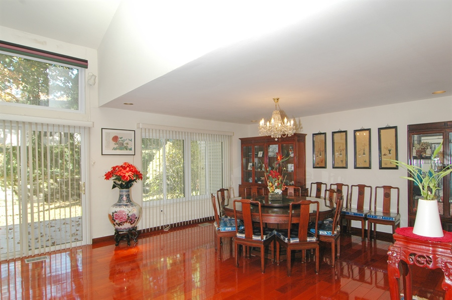 Real Estate Photography - 75 Eider Hill Court, Manhasset, NY, 11030 - Dining Room