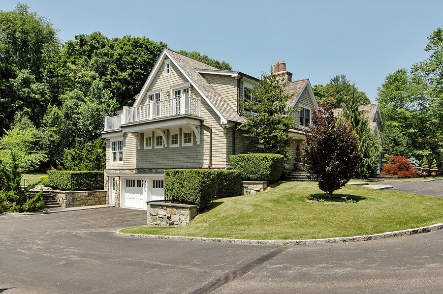 Real Estate Photography - 46 Morgan Dr, Old Westbury, NY, 11568 - Side View
