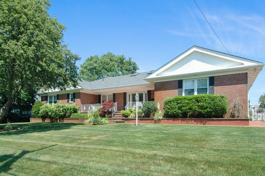 Real Estate Photography - 208 Bay Dr, Massapequa, NY, 11758 - Front View