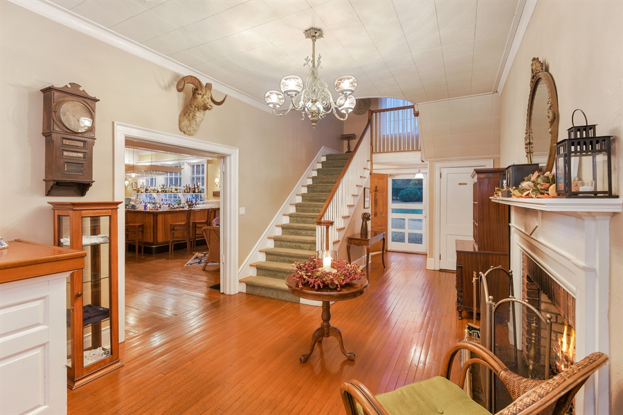 Real Estate Photography - 108 Ram Island Dr, Shelter Island, NY, 11964 - Lobby