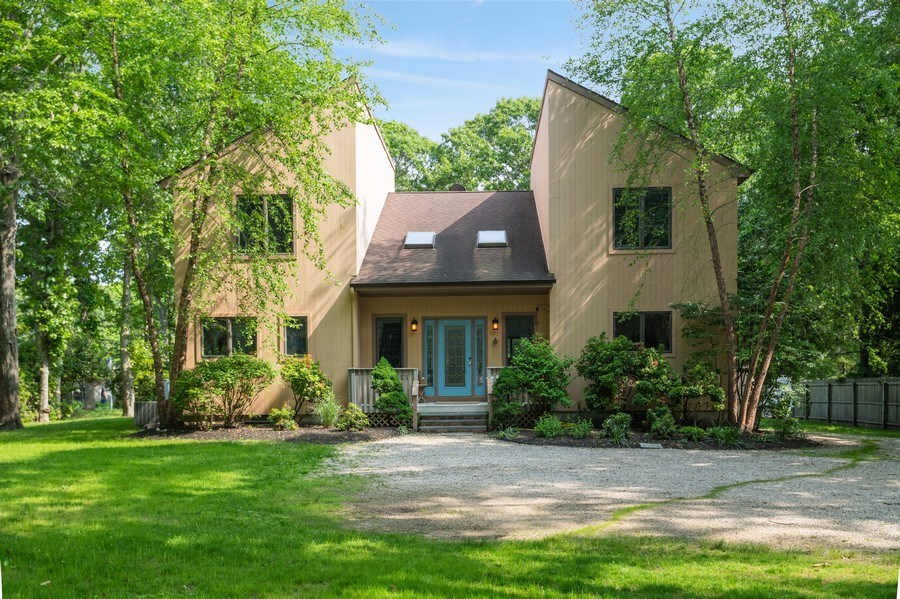 Real Estate Photography - 9 Wheeler Rd, Shelter Island, NY, 11964 - Front View