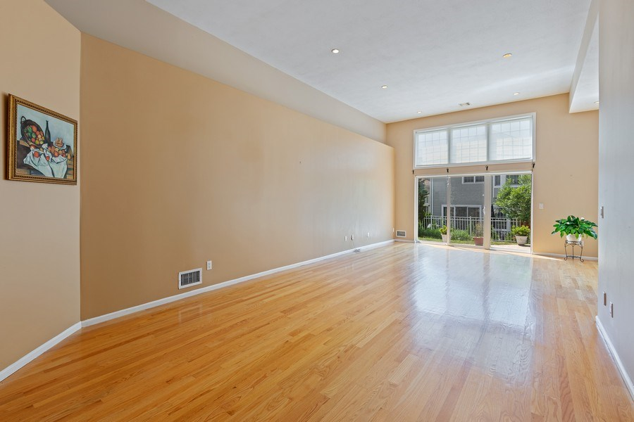 Real Estate Photography - 6 Cove Ln, Plainview, NY, 11803 - Living Room