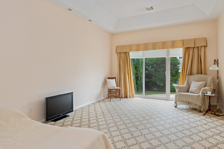 Real Estate Photography - 6 Cove Ln, Plainview, NY, 11803 - Master Bedroom