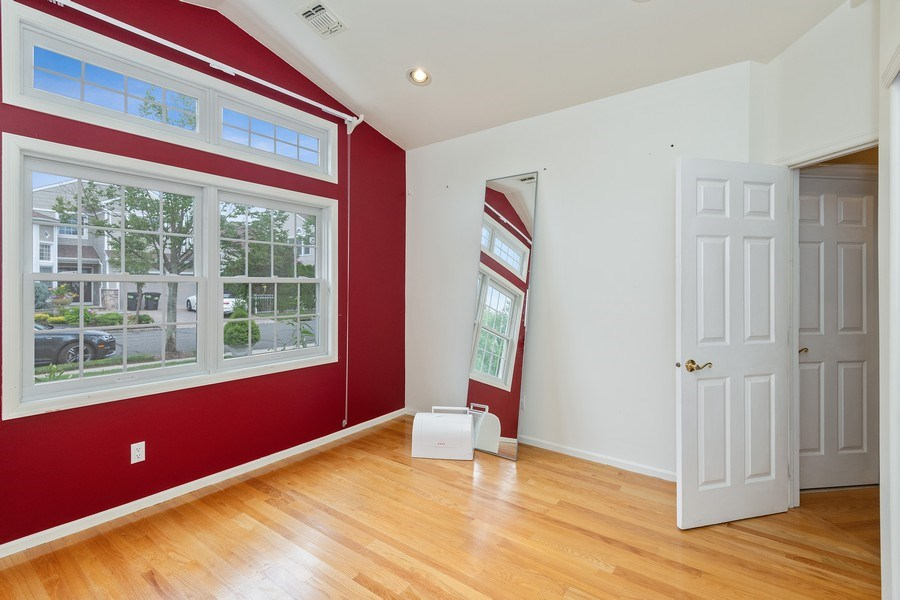Real Estate Photography - 6 Cove Ln, Plainview, NY, 11803 - Bedroom