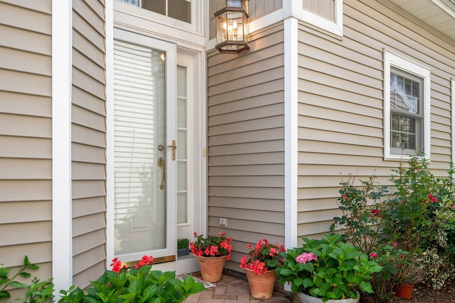 Real Estate Photography - 6 Cove Ln, Plainview, NY, 11803 - Entryway