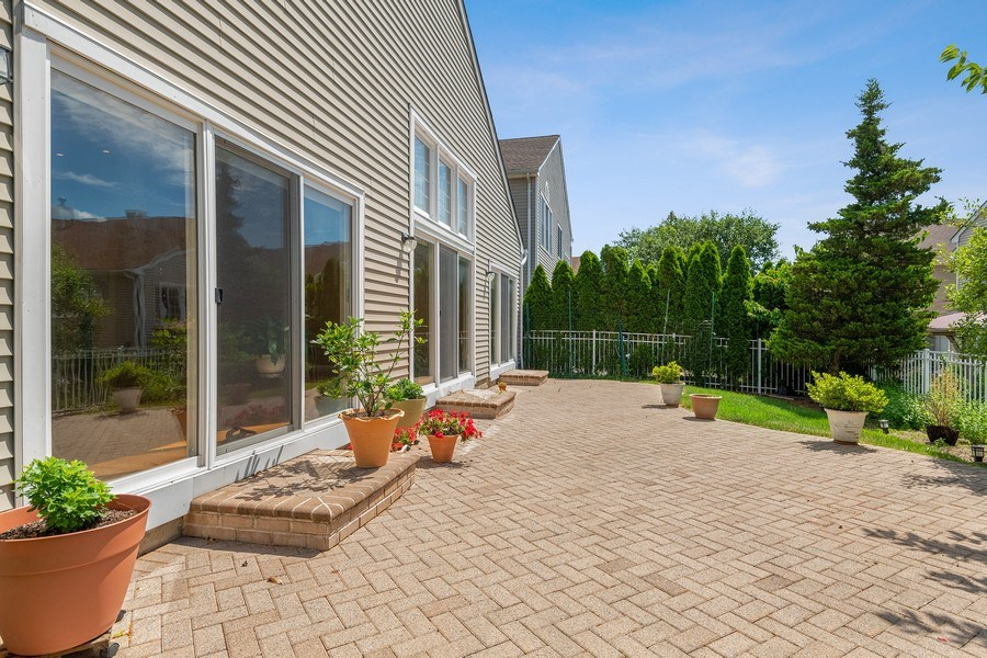 Real Estate Photography - 6 Cove Ln, Plainview, NY, 11803 - Patio