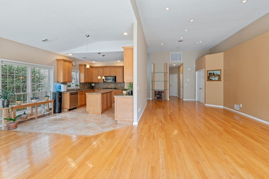 Real Estate Photography - 6 Cove Ln, Plainview, NY, 11803 - Kitchen / Living Room