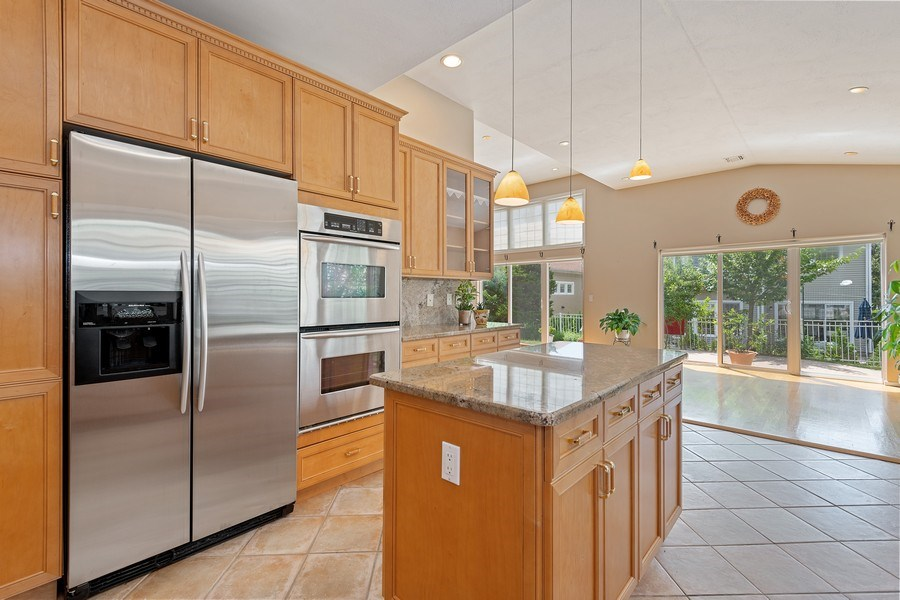 Real Estate Photography - 6 Cove Ln, Plainview, NY, 11803 - Kitchen / Dining Room