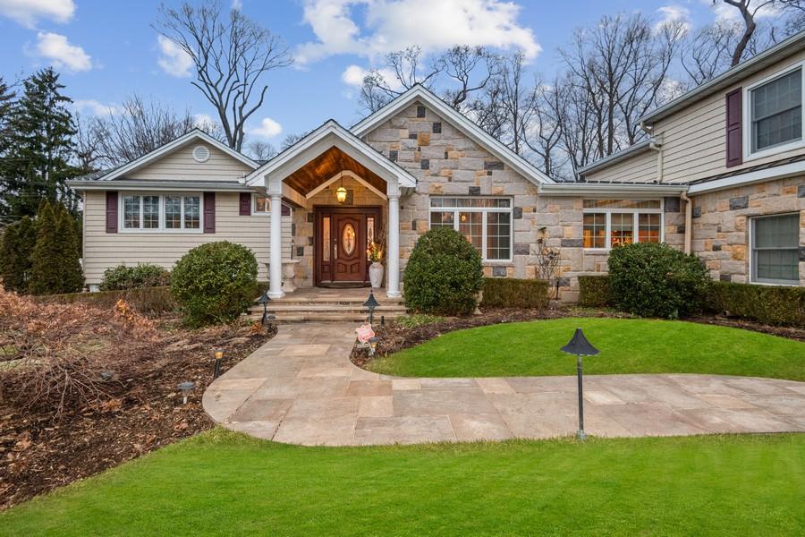 Real Estate Photography - 19 Townsend Rd, Glen Cove, NY, 11542 - Gazebo