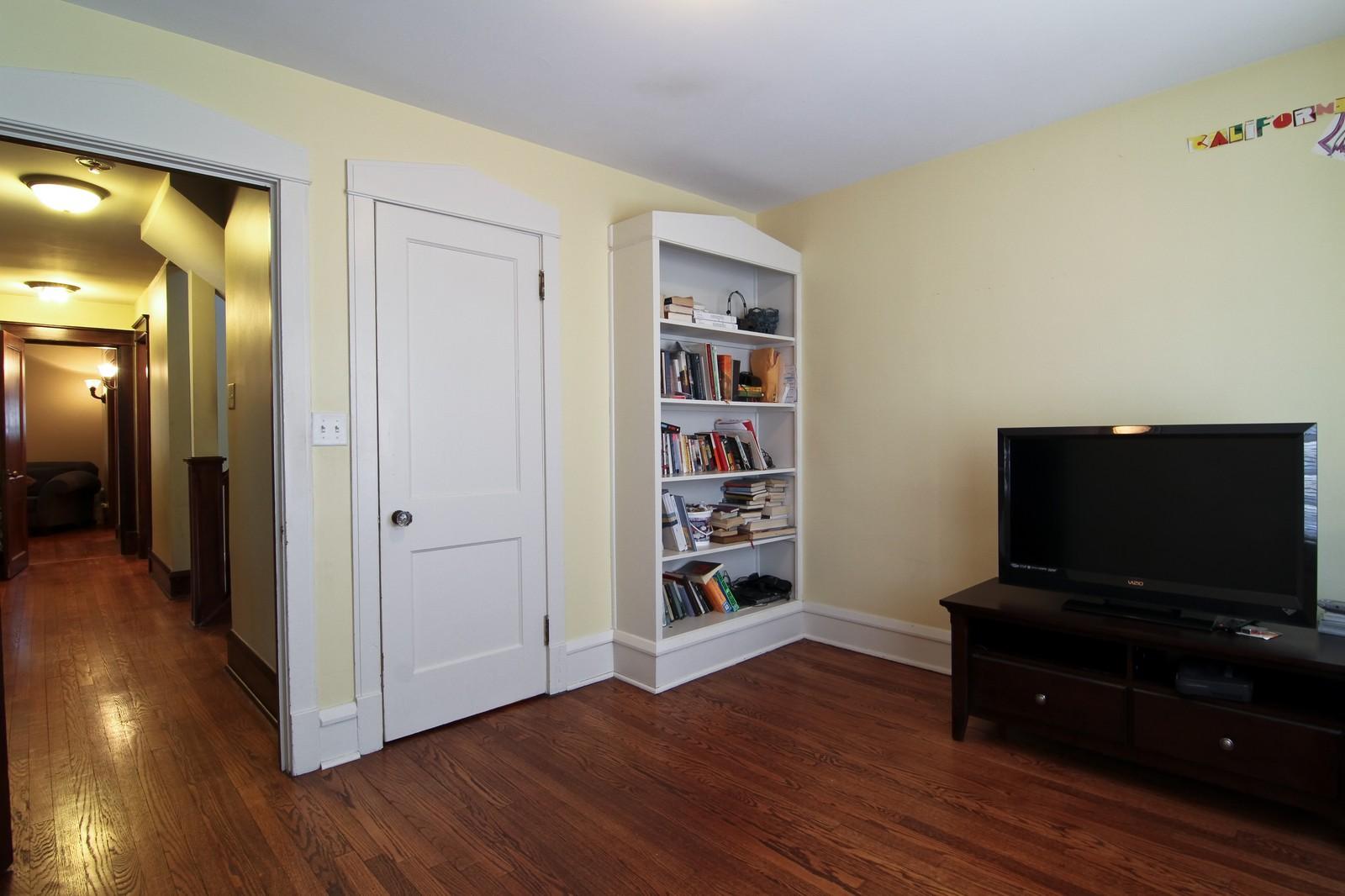 Real Estate Photography - 338 S. 8th, La Grange, IL, 60525 - 2nd Bedroom