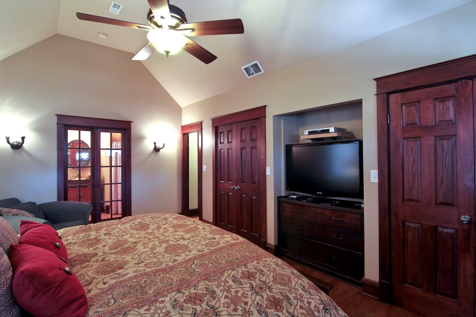 Real Estate Photography - 338 S. 8th, La Grange, IL, 60525 - Master Bedroom