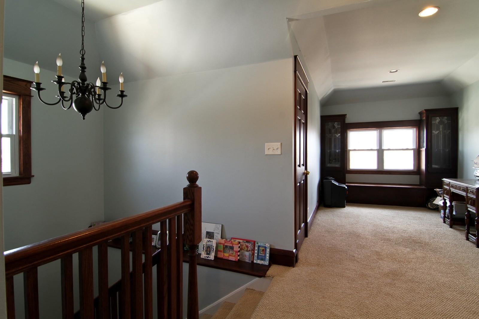 Real Estate Photography - 338 S. 8th, La Grange, IL, 60525 - Loft
