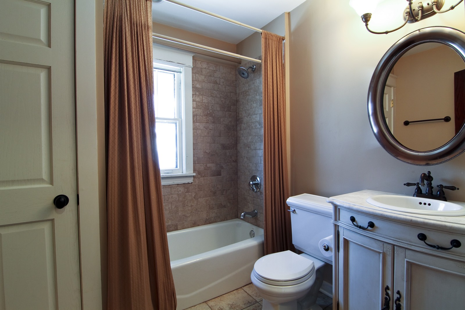 Real Estate Photography - 338 S. 8th, La Grange, IL, 60525 - Bathroom