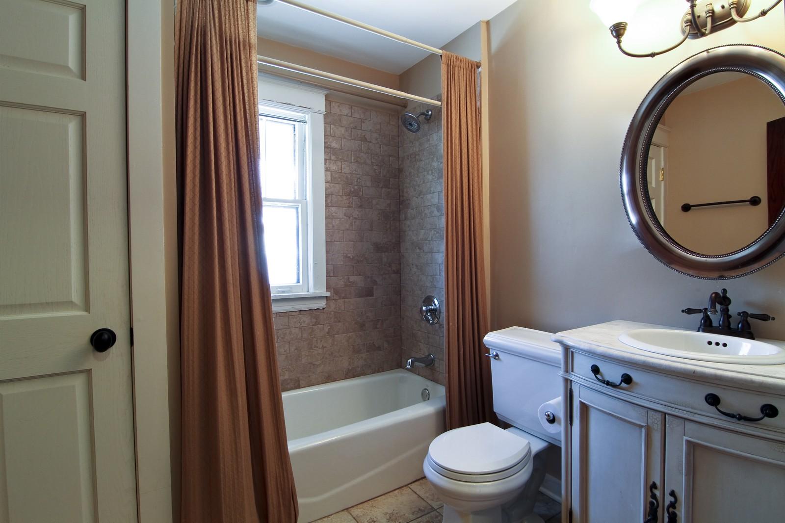 Real Estate Photography - 338 S. 8th, La Grange, IL, 60525 - Bathroom