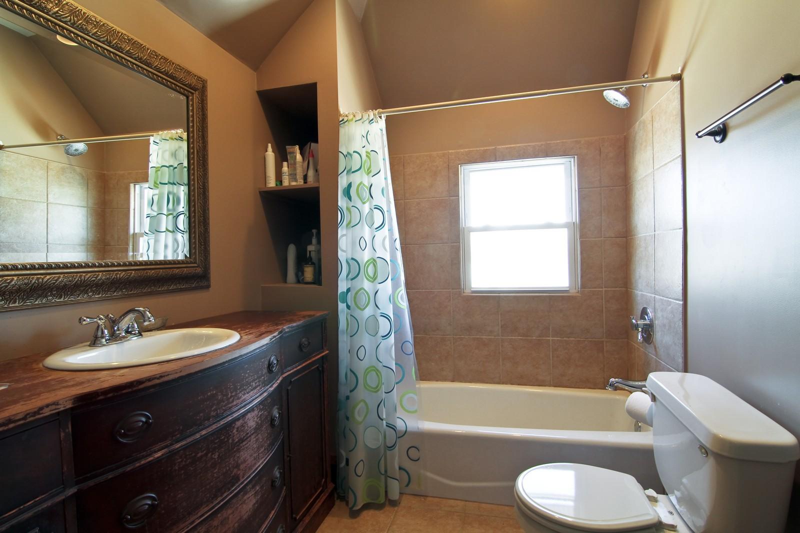 Real Estate Photography - 338 S. 8th, La Grange, IL, 60525 - 2nd Bathroom