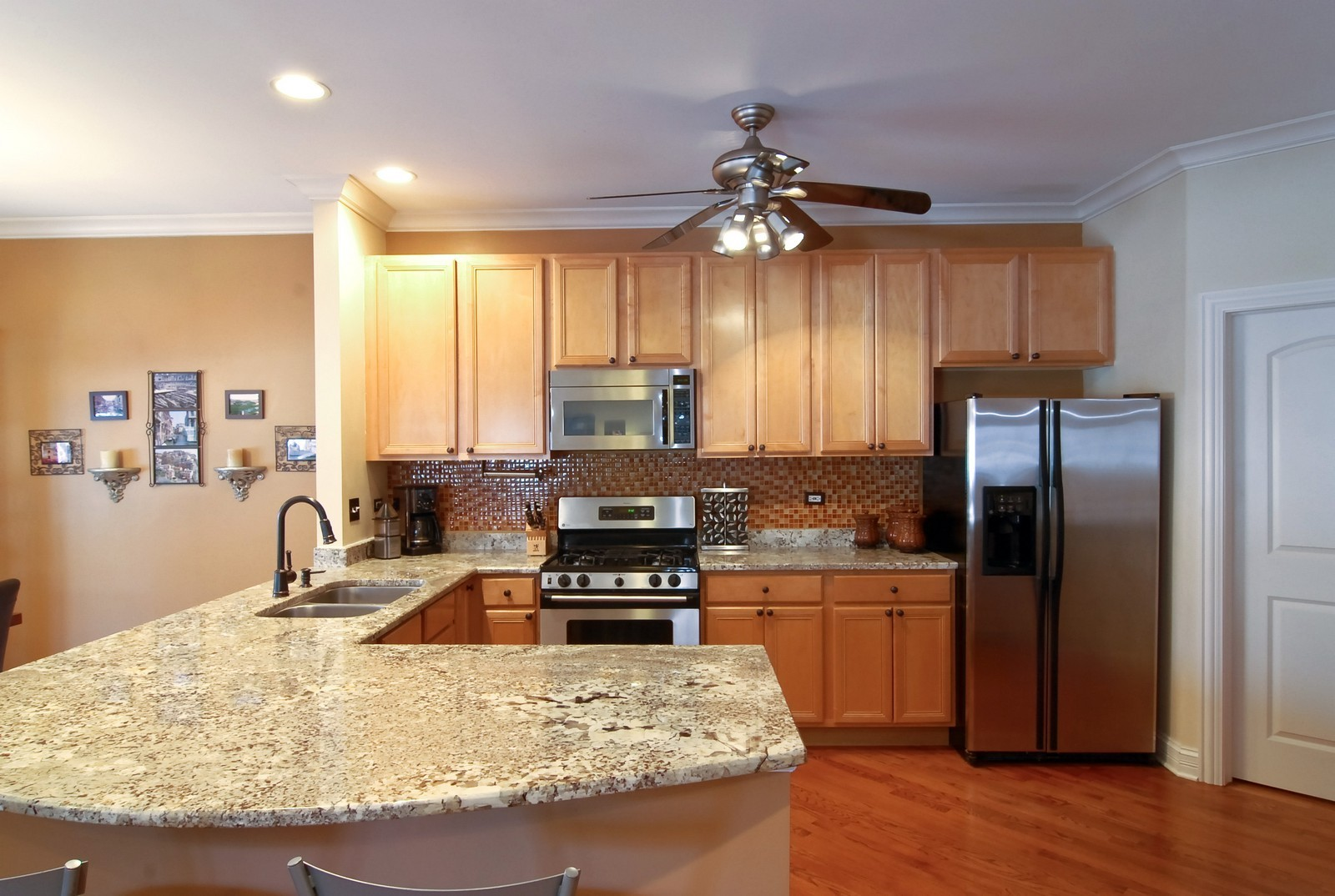 Real Estate Photography - 2217 N. Oakley, 1N, Chicago, IL, 60647 - Kitchen