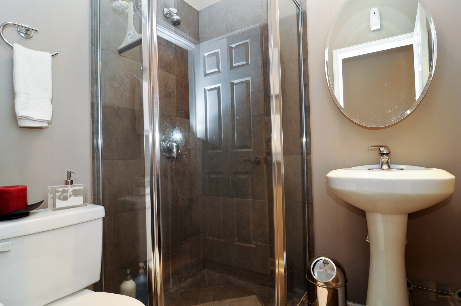 Real Estate Photography - 1414 W. Chestnut, 1, Chicago, IL, 60622 - 2nd Bathroom