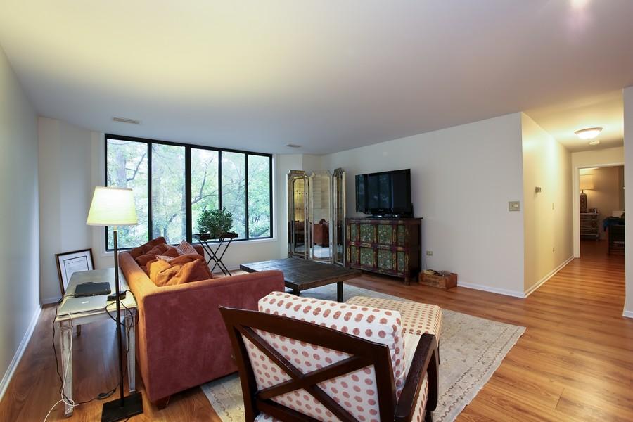 Real Estate Photography - 1401 Burr Oak Rd, Unit 202C, Hinsdale, IL, 60521 - Living Room