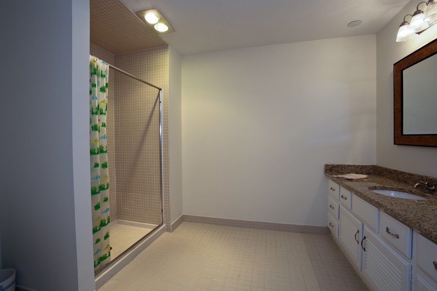 Real Estate Photography - 1401 Burr Oak Rd, Unit 202C, Hinsdale, IL, 60521 - 2nd Full Bath