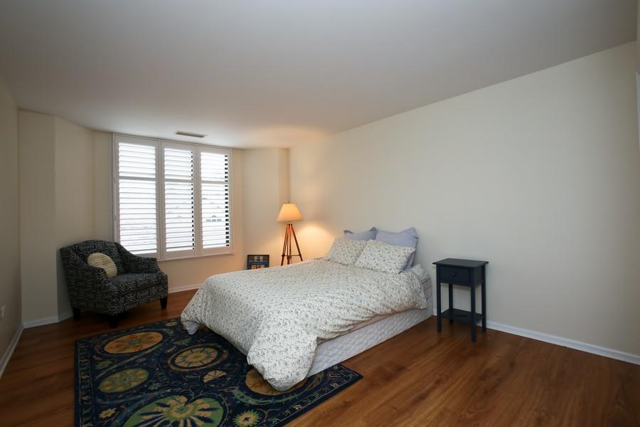 Real Estate Photography - 1401 Burr Oak Rd, Unit 202C, Hinsdale, IL, 60521 - Bedroom