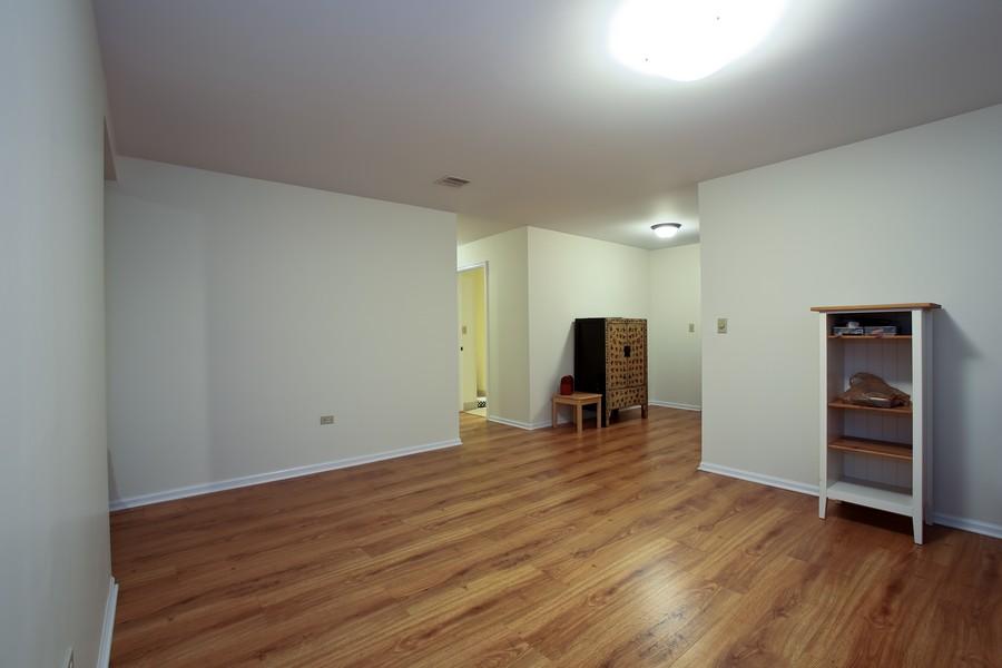 Real Estate Photography - 1401 Burr Oak Rd, Unit 202C, Hinsdale, IL, 60521 - Den