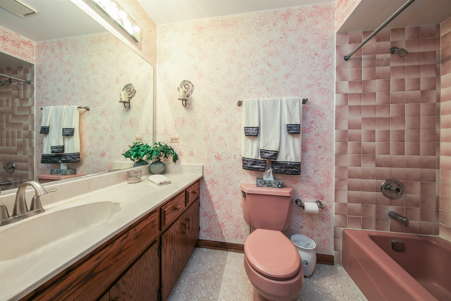 Real Estate Photography - 10909 Chaucer, Willow Springs, IL, 60480 - 3rd Bathroom
