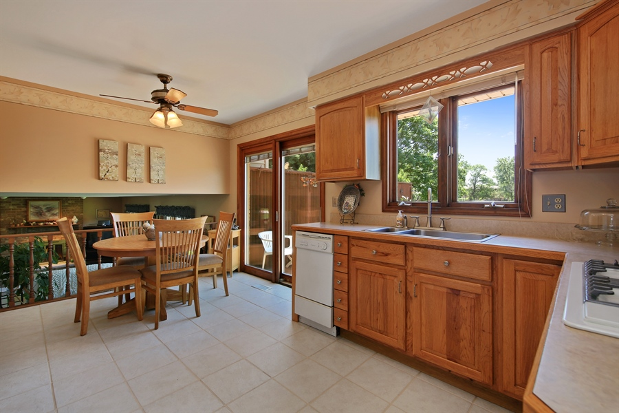 Real Estate Photography - 10909 Chaucer, Willow Springs, IL, 60480 - Kitchen / Breakfast Room
