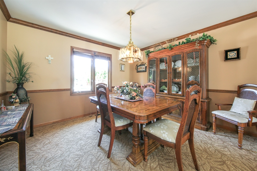 Real Estate Photography - 10909 Chaucer, Willow Springs, IL, 60480 - Dining Room