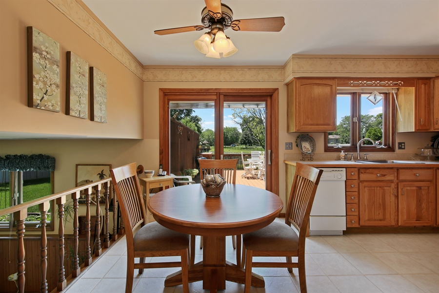 Real Estate Photography - 10909 Chaucer, Willow Springs, IL, 60480 - Breakfast Area