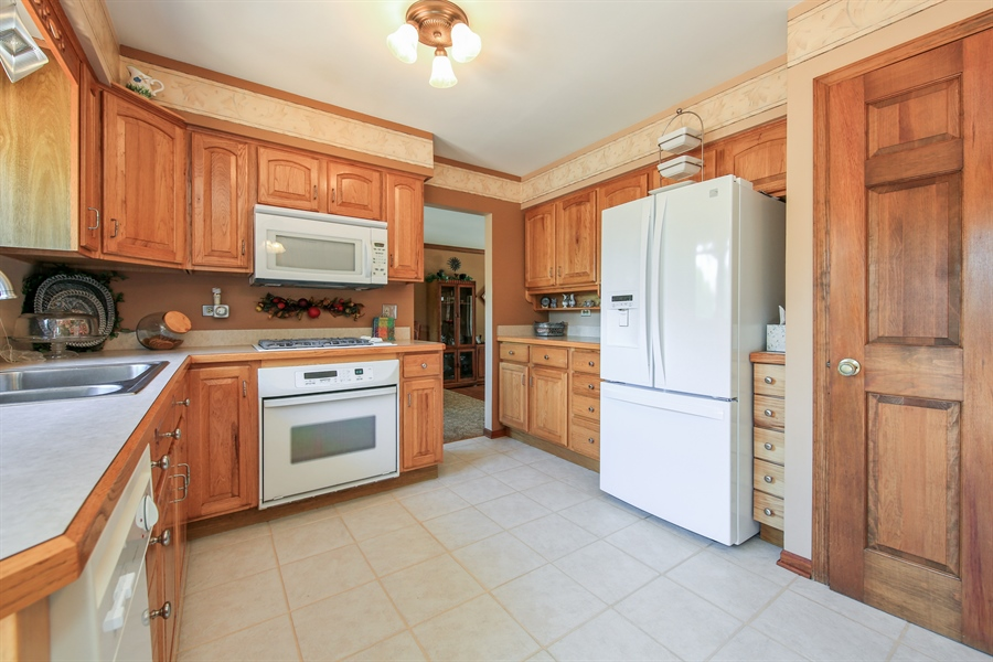 Real Estate Photography - 10909 Chaucer, Willow Springs, IL, 60480 - Kitchen