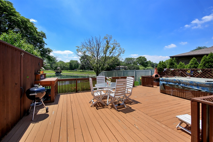 Real Estate Photography - 10909 Chaucer, Willow Springs, IL, 60480 - Deck
