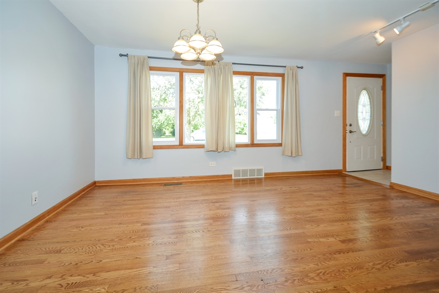 Real Estate Photography - 7727 Laramie, Burbank, IL, 60459 - Living Room