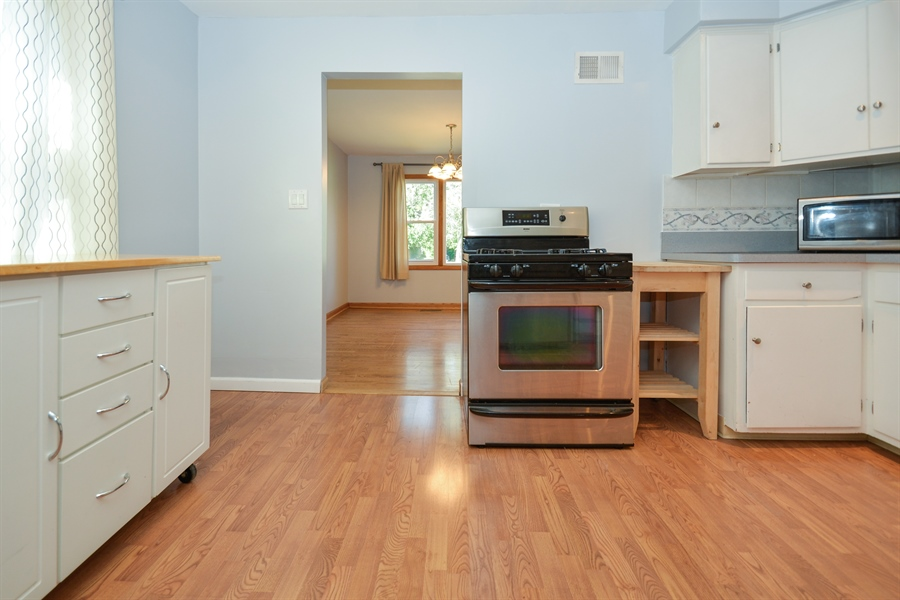 Real Estate Photography - 7727 Laramie, Burbank, IL, 60459 - Kitchen