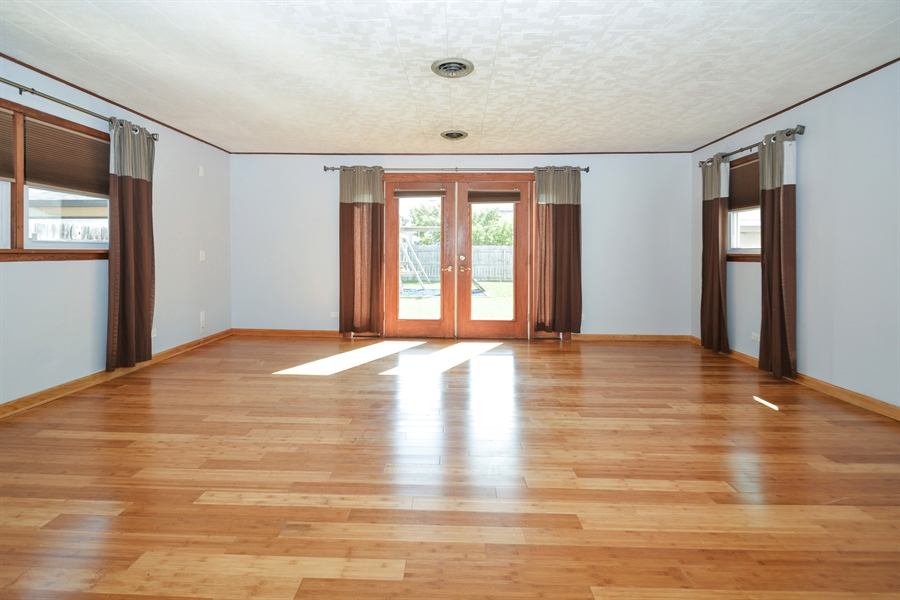 Real Estate Photography - 7727 Laramie, Burbank, IL, 60459 - Family Room