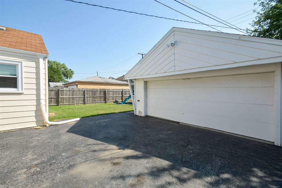 Real Estate Photography - 7727 Laramie, Burbank, IL, 60459 - Garage